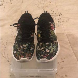 Nike sneakers floral on black design cool & comfy